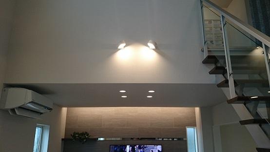 階段横電気